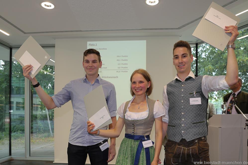 Matthias Zellner, Dorothea Schiffmann, Lennart Dege (von li. nach re.), Brauermeisterschaft in der Berufsschule für Brauwesen in München 2018