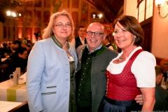 Yvonne Heckl. Jürgen Kirner (Gitti Walbrun (von li. nach re.), Maibockanstich im Hofbräuhaus in München 2019