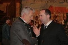Günter Malescha und Hubert Aiwanger (re.), Maibockanstich im Hofbräuhaus in München 2019