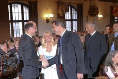 Albert Füracker, Karin Baumüller-Söder, Markus Söder (von li. nach re.), Maibockanstich im Hofbräuhaus in München 2019