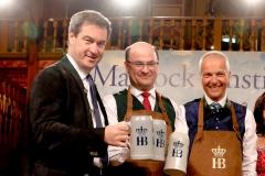 Markus Söder, Albert Füracker, Dr. Michael Möller (von re. nach li.), Maibockanstich im Hofbräuhaus in München 2019